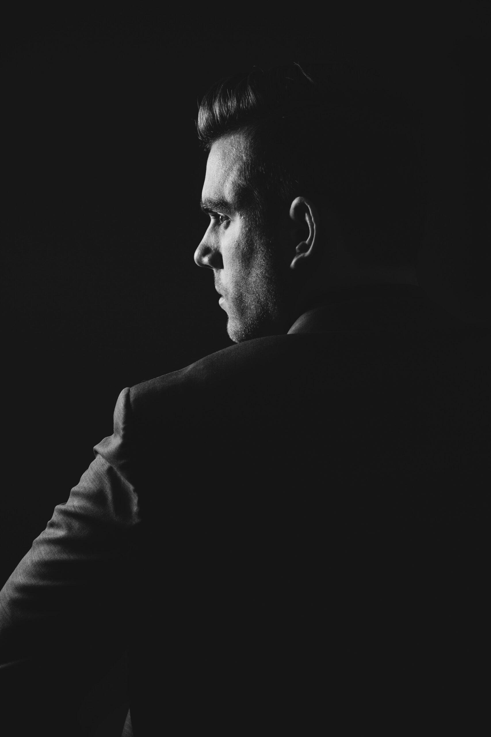 Czarna seria Tindera prezentuje: Szkarłatny Krawat